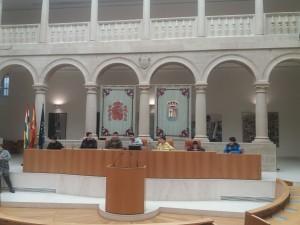 Imagen actualizada de la nueva mesa presidencial del Parlamento riojano...