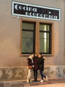 Reporteras y cocina económica./DIVINO 05